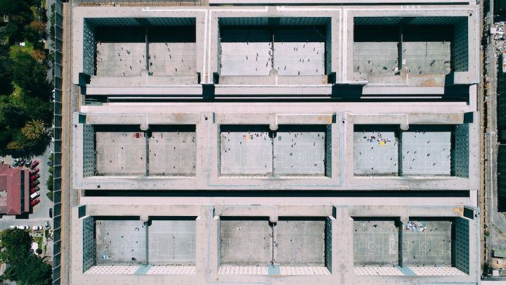 una prigione, realtà virtuale ed empatia